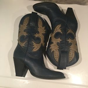 ALMOST NEW FAUX LEATHER BLUE COWBOY BOOTS SIZE 7.5